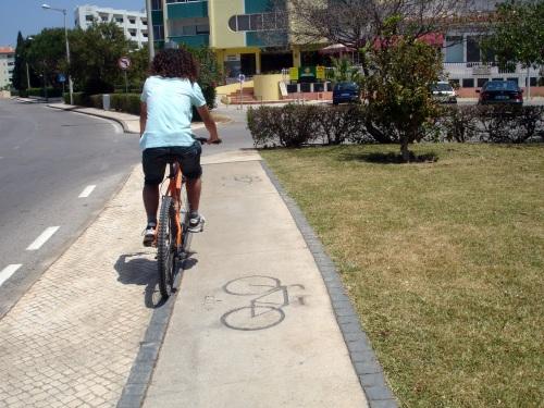 ciclovia e passeio partilado
