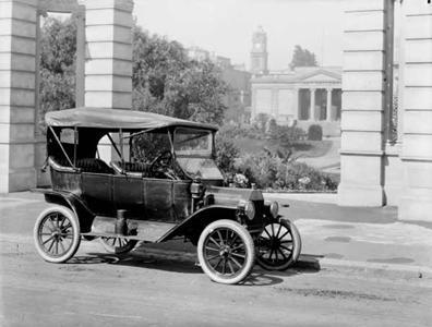 Figura 2 - Ford modelo T. Fonte: http://pt.wikipedia.org/wiki/Ficheiro:TModel_launch_Geelong.jpg