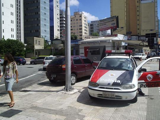 Figura 2 - A polícia dando o exemplo. Fonte: http://vadebike.org/2009/06/o-exemplo-vem-de-cima/