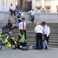 socorristas a pedais, heróis em acção em Trafalgar Square