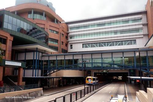Figura 1 - Desenvolvimento aéreo de um hospital sobre uma estação BRT. Austrália. Fonte: http://www.transportphoto.net/