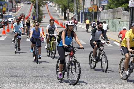 Repórter não pedalava há quase 15 anos. Na estreia do projeto Ciclofaixa de Lazer, alugou uma bicicleta e conseguiu se divertir no trânsito