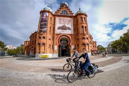 Ana Pereira e Bruno pedalam pelas ruas da cidade de Lisboa desde 2005 Fotografia © Jorge Amaral/Global Imagens