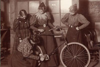 Women_Repairing_Bicycle_c._1895