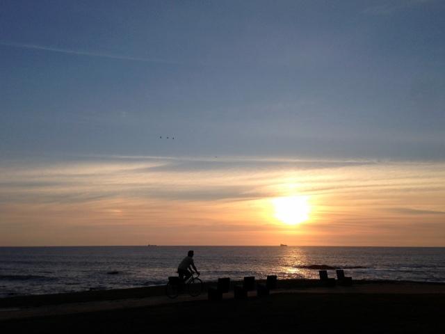 em rota de colisão com o pôr do sol