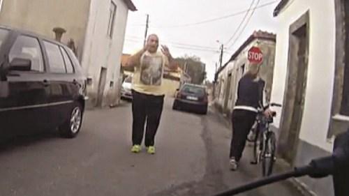 GNR abalroa ciclista na estrada
