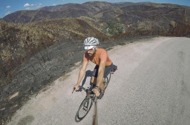 """""""O meu nome é André Carvalho e gosto de pedalar por estradas desertas e fascinantes."""""""