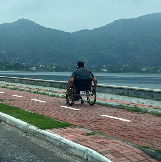 cadeira-de-rodas-na-ciclovia