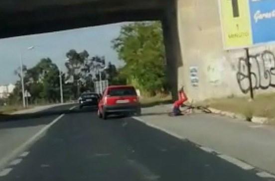 condutor-atropela-ciclista-de-proposito-e-foge