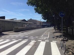 Atravessamento da via ciclável na Rua de Teodoro de Sousa Maldonado