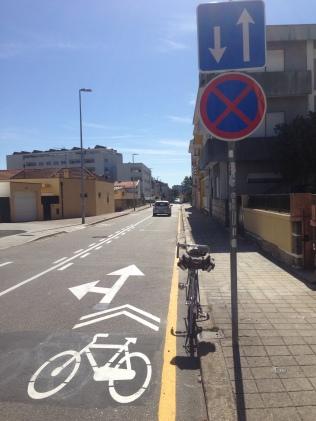 Sharrows e nova sinalização na Rua do Lugarinho